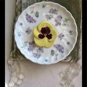 1981 Vintage Avon Porcelain Pansy Pin